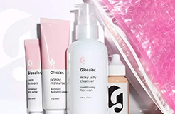 Glossier Has a Brand New Trademark Registration for its Pink Pouch